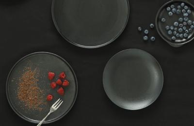 Talíř jídelní - vysoký okraj CAVIAR 26,5 cm, Maxwell & Williams - 2